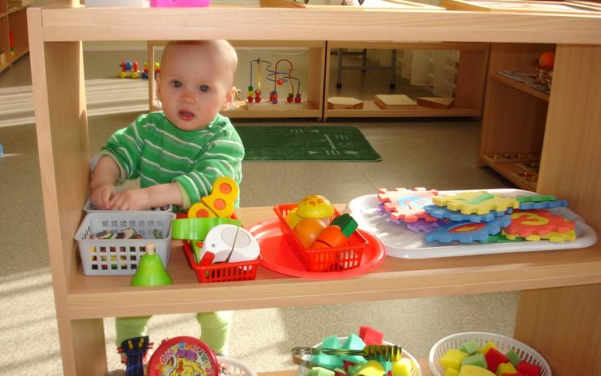 5 activități în casă pentru copilul mic, inspirate din metoda Montessori