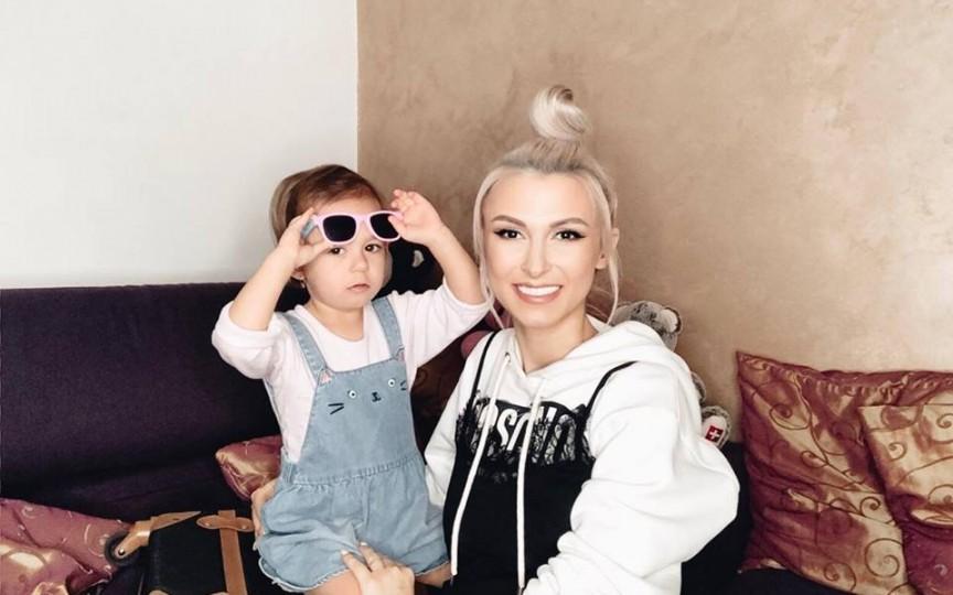 Andreea Bălan, despre cum se simte în ultimul trimestru de sarcină și cât de radicală va fi în educația fetițelor sale