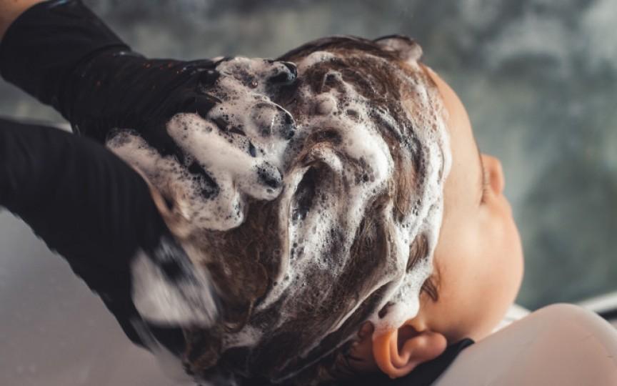 Trei fetițe intoxicate, după ce au fost spălate pe cap cu o substanță pentru deparazitarea animalelor