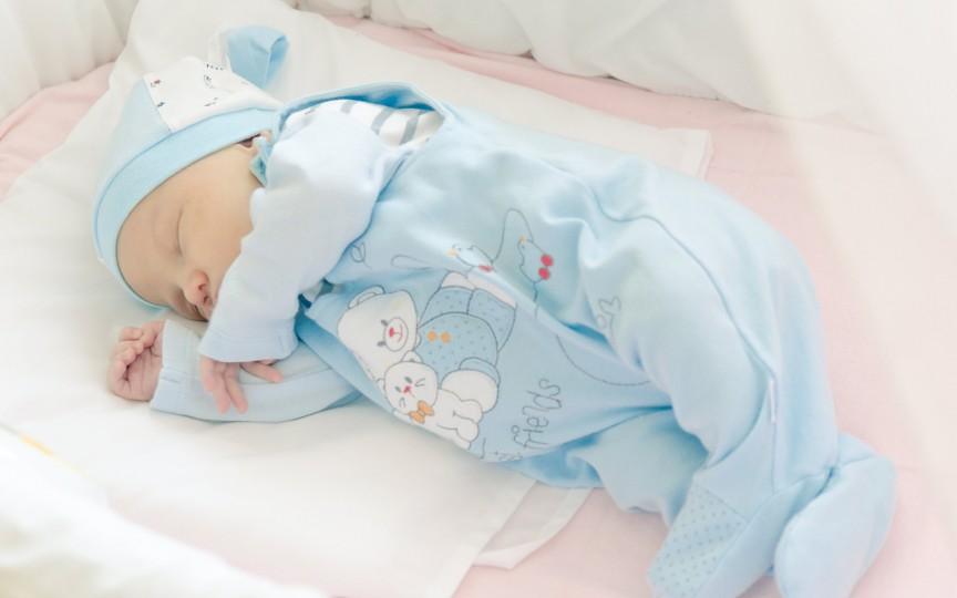 Somnul la nou-născut: nu are nevoie de liniște ca să doarmă