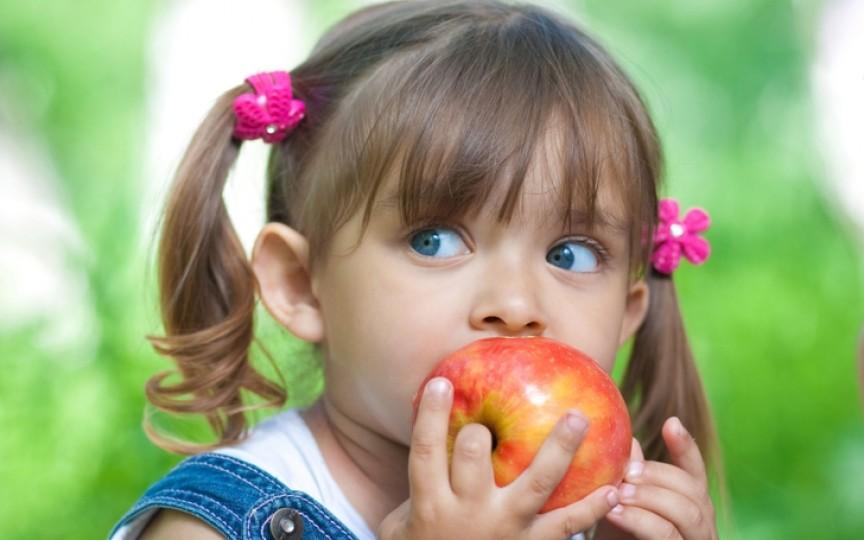 Află care sunt cele 5 școli și grădinițe ce vor avea în meniu mere proaspete