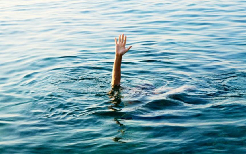 Copiii se îneacă în liniște. SEMNE pe care trebuie să le știi!