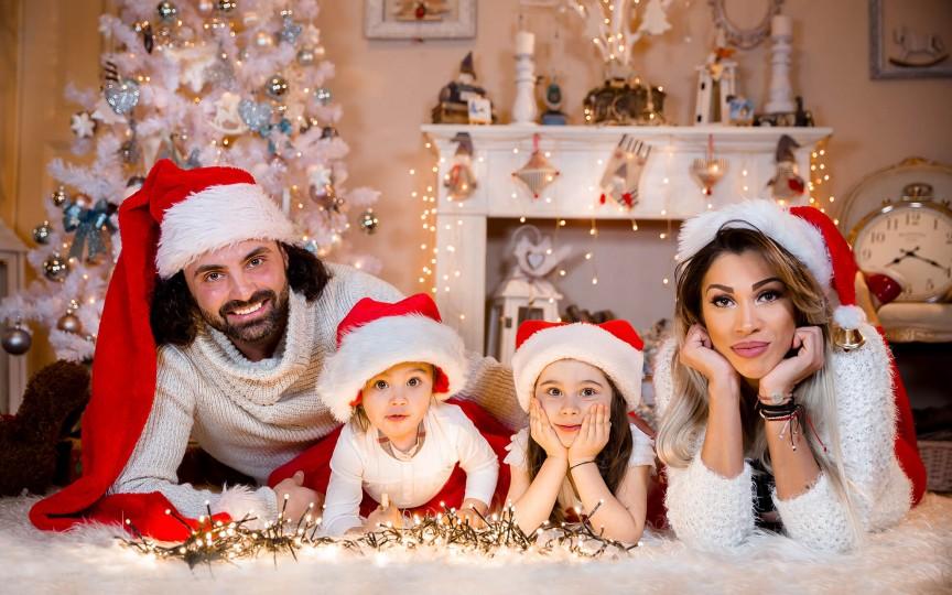 Pepe alături de familia sa într-o frumoasă ședință foto de Crăciun