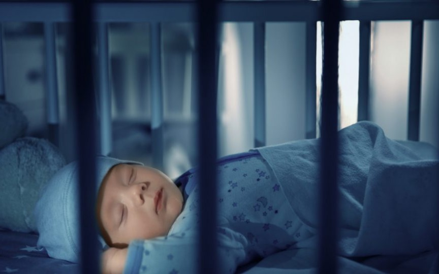 5 motive de ce somnul neîntrerupt toată noaptea al bebelușului ar trebui să ne pună pe gânduri