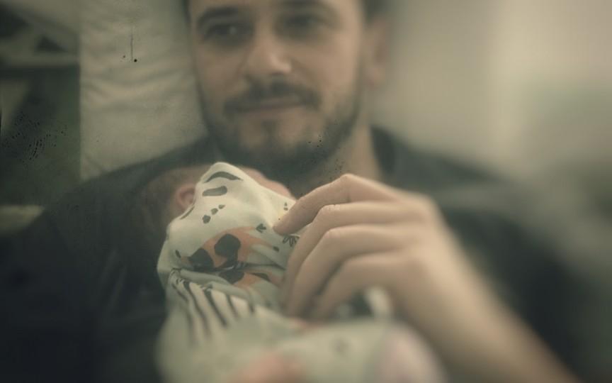 Mărturiile unui tată: Încă nu-mi iubesc al doilea copil așa ca pe primul. Voi putea oare?