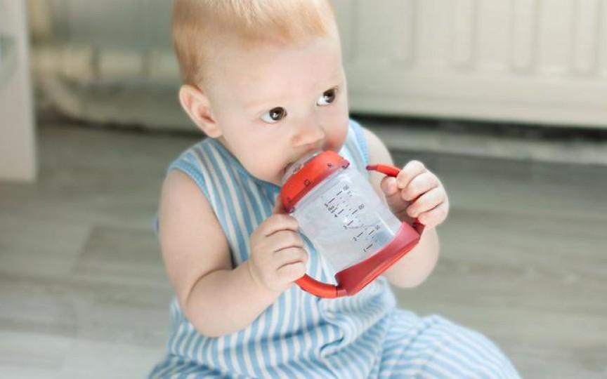 Sfaturi de la mame: cum ne protejăm bebelușii de căldurile insuportabile