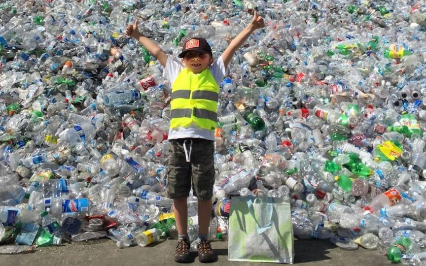 Idee inedită: Elevii merg în excursii cu banii câștigați din reciclarea materialelor