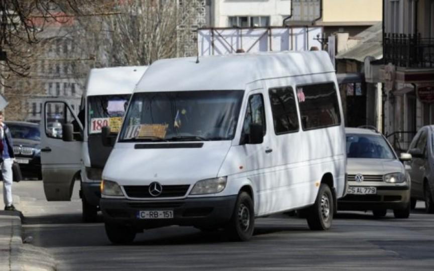 Administratorii rutelor de microbuze din capitală cer dublarea tarifului pentru o călătorie
