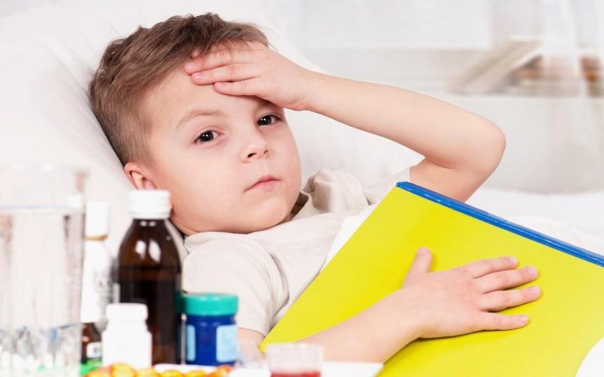 Studiu: Rezultatele slabe la școală pot fi cauza infecțiilor frecvente din copilărie și tratamentului incorect