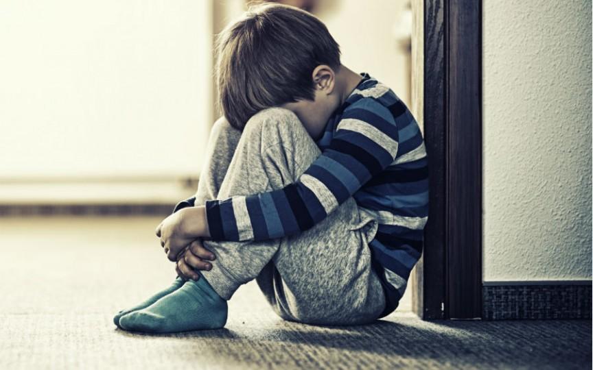 Un nou sindrom cauzat de lipsa părinților afectează tot mai mulți copii