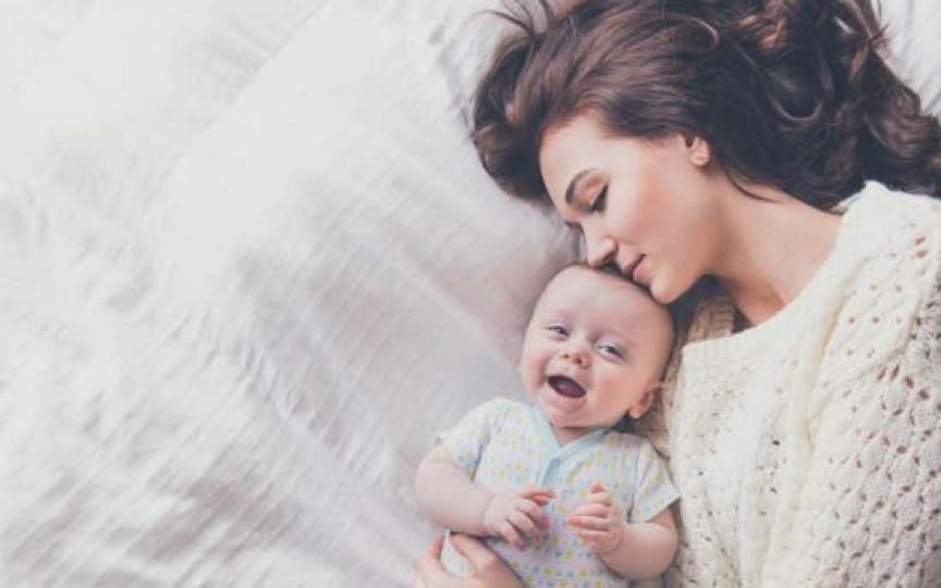 Destăinuiri: De când sunt mamă, totul e pe grabă... Mănânc mereu pe fugă, în picioare sau în pat