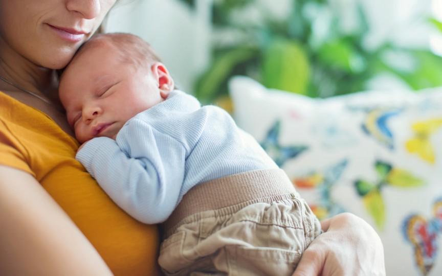 Consultant în alăptare: 10 motive pentru a-ți ține bebelușul în brațe