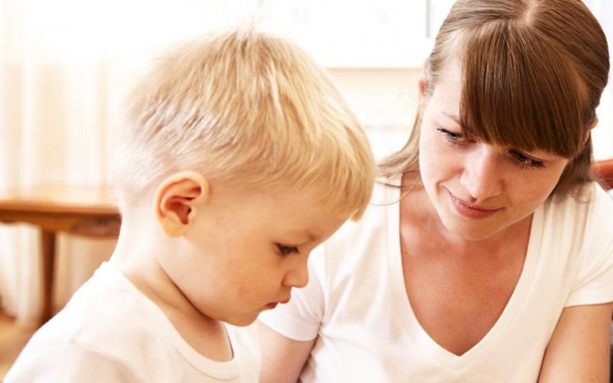 Cum te poți înțelege cu copilul tău de 2-3 ani? Află care e secretul