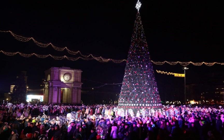 Copiii beneficiază gratuit de carusel și poze cu Moș Crăciun în centrul capitalei