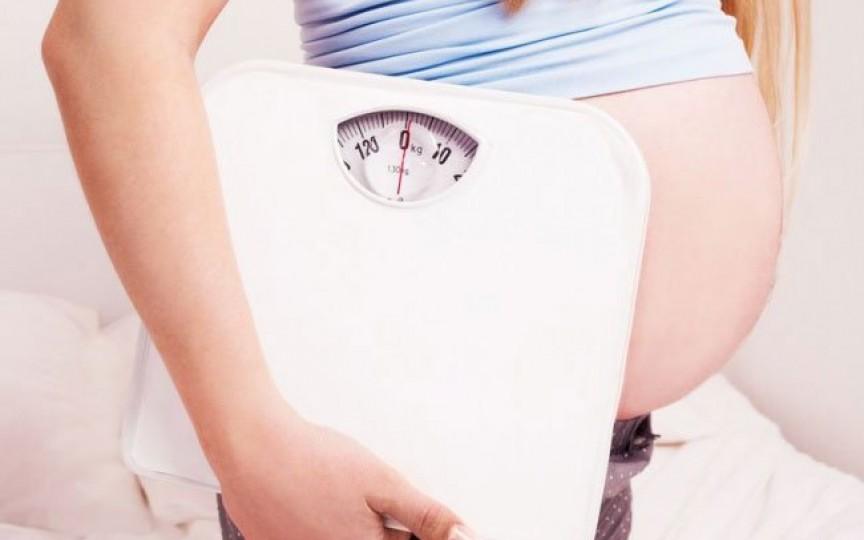 Kilogramele în plus pot pune sarcina în pericol
