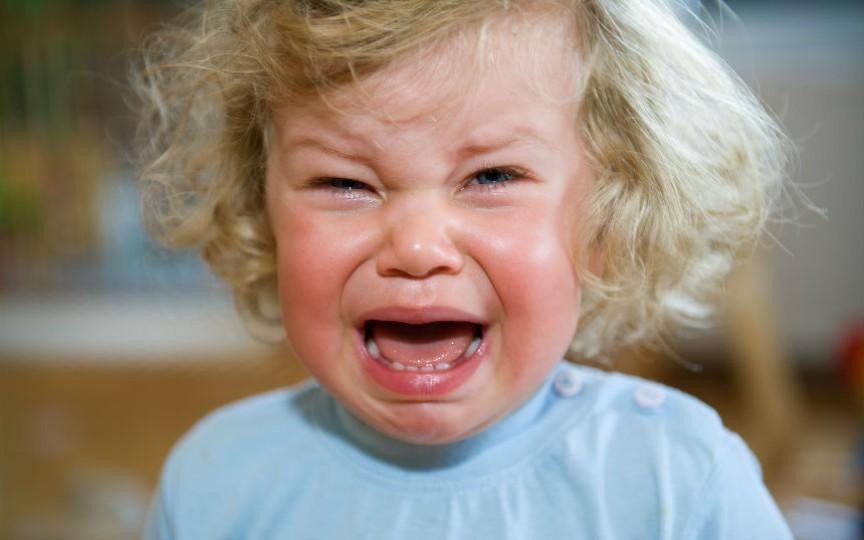 Cum nu ar trebui să acționeze părinții când copiii au o criză de isterie