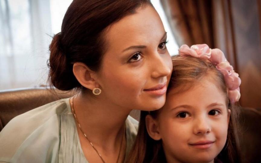 Fiica interpretei Doina Sulac împlinește 12 ani. Vezi cât de mare s-a făcut Nicoleta!