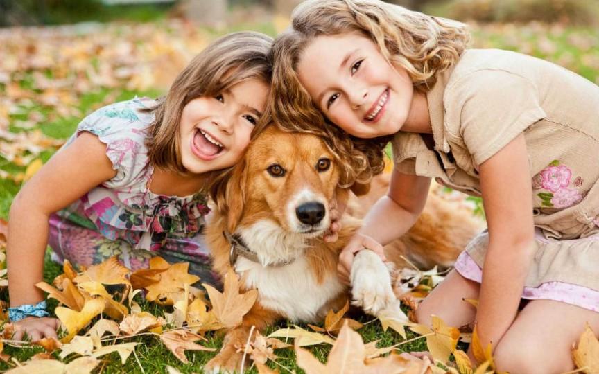 11 fotografii care arată că cei mici ar trebui să aibă un câine
