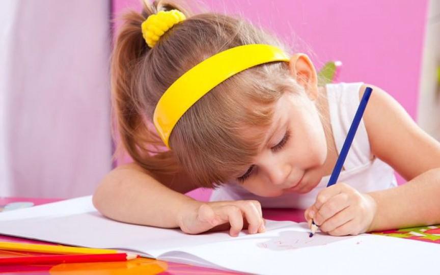 Nu forțați copiii stângaci să scrie cu dreapta!