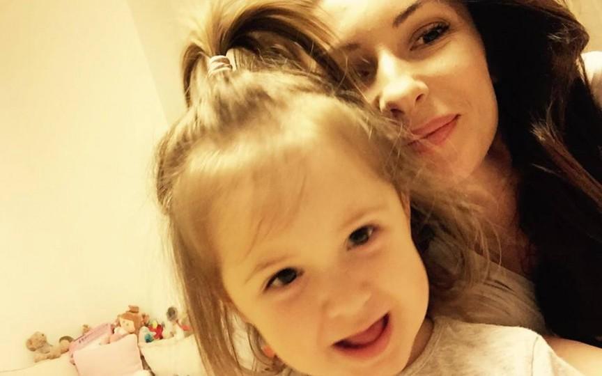 Angela Gonța vorbește în limba rusă cu fiica sa, Ekaterina