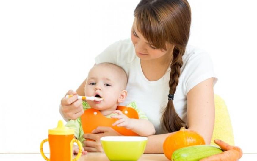 De ce ar trebui să aștepți cu diversificarea bebelușului până împlinește 6 luni
