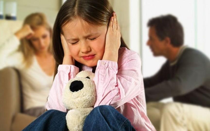 Ce NU vorbim de faţă cu copiii - sfatul psihologului!
