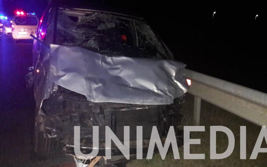 O femeie și trei copii au murit pe loc, după ce căruța în care se aflau a fost lovită de un automobil