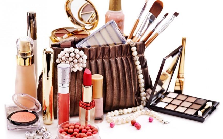 Care este adevăratul termen de valabilitate al produselor cosmetice din geanta ta