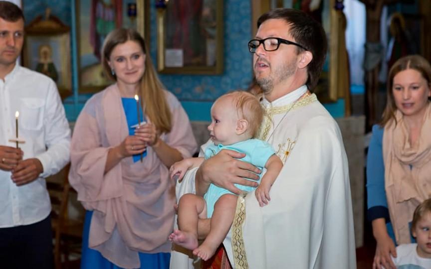 Preotul Maxim Melinti despre rolul nanilor și prezența lor la taina Botezului