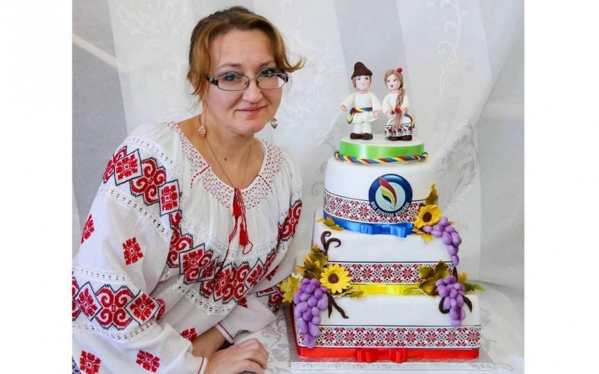 Fata din Moldova care face cele mai frumoase torturi la Roma