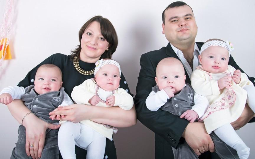 Cvadrupleţii familiei Arseni. Vezi cât de mari au crescut şi ce năzbâtii mai fac