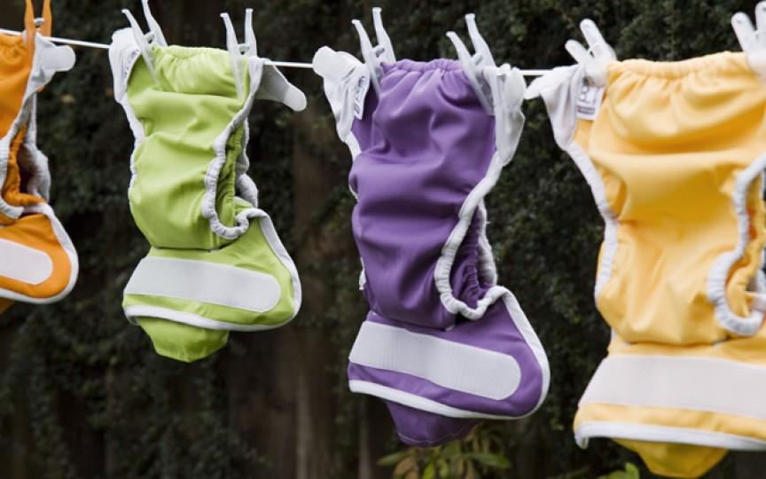 De ce tot mai mulți părinți aleg scutecele lavabile?