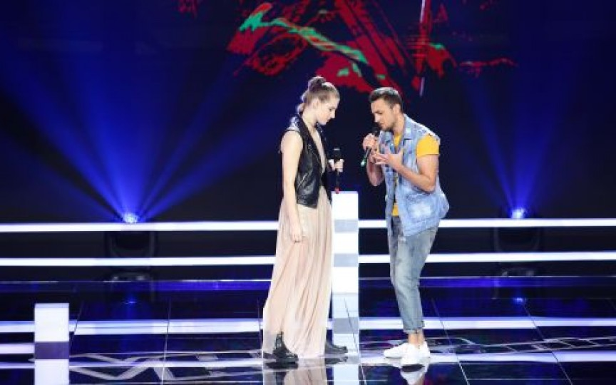 Ana Munteanu, tânăra moldoveancă de 16 ani cu voce excepțională, a câștigat primul duel la Vocea României