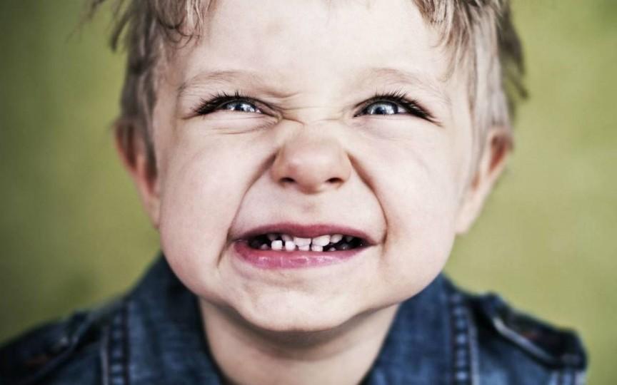 Scrâșnitul din dinți la copii – explicațiile neurologului pediatru