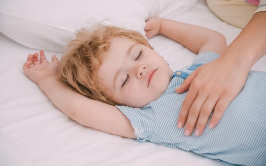 17 cauze posibile de ce copilul nu doarme