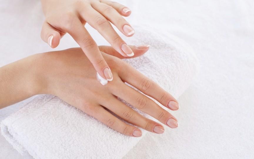 Crema de mâini din gama Alkmene la un preț incredibil de sărbători