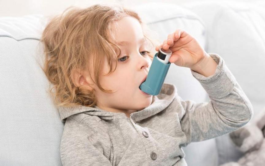 Sănătatea copilului: primele semne ale astmului