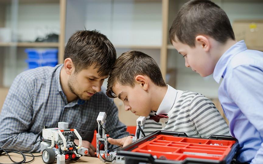 Programe unice pentru copii și adolescenți în domeniul tehnologiilor informaționale