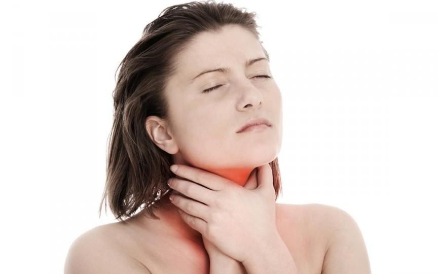 Cele mai eficiente măsuri pe care să le iei când începe să te doară gâtul