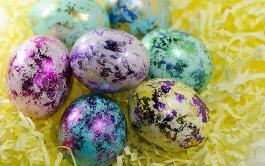 Ouă marmorate de Paște – ai nevoie doar de 3 ingrediente