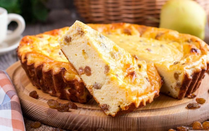 Pască fără aluat cu brânză de vaci și stafide – rețeta simplă