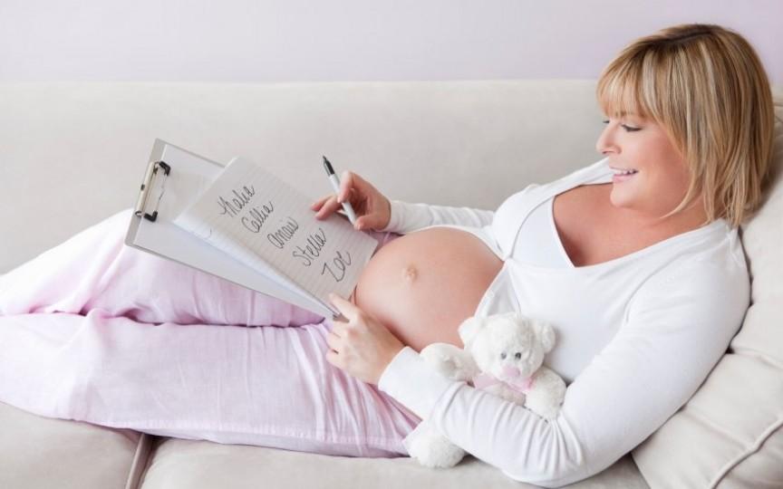 De ce este bine să NU anunți numele copilului tău până la naștere