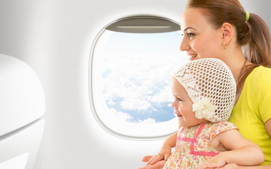 5 reguli simple pe care trebuie să le cunoşti înainte să zbori cu avionul alături de cel mic