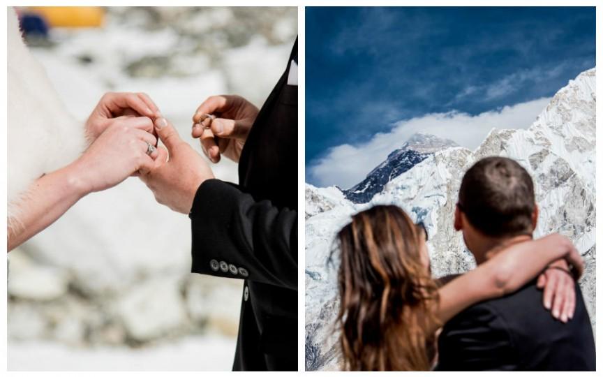 Un cuplu s-a căsătorit pe Everest după ce a urcat în munți timp de 3 săptămâni