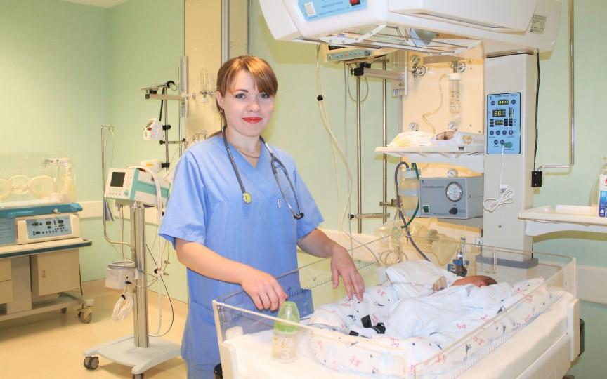 Îngrijirea nou-născutului acasă: Sfaturile neonatologului pentru proaspeții părinți