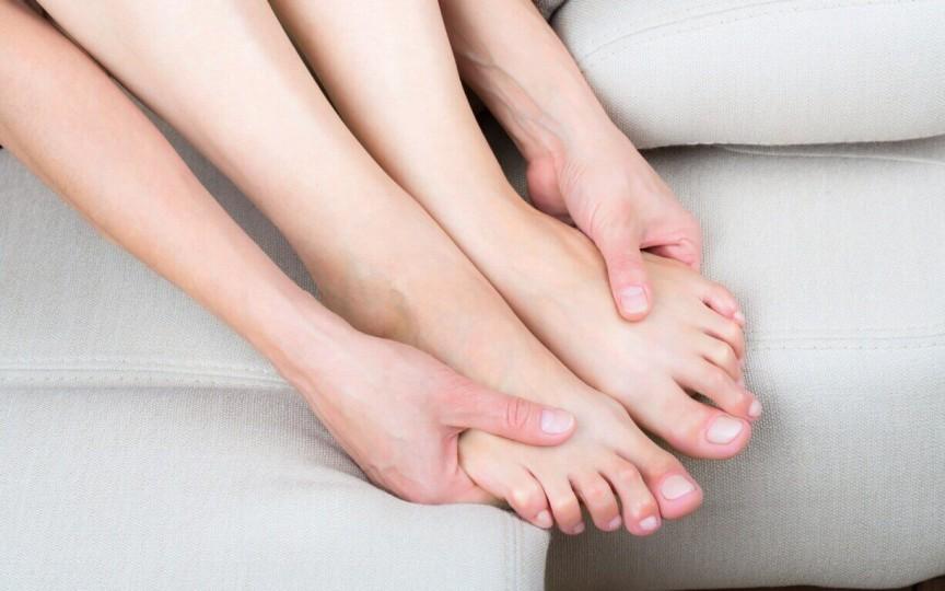 Furnicăturile în mâini și picioare pot semnaliza anumite boli