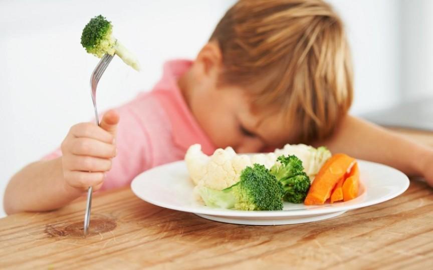 De ce copiii nu trebuie forţaţi să mănânce
