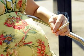 Inițiativă legislativă: Sancțiuni pentru gravidele care fumează și consumă alcool