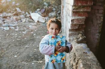 Donează hainele ce nu le mai porți copiilor și bătrânilor din familii sărace!