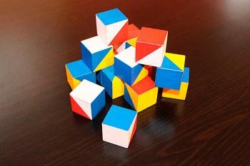 Test-joc cu cuburi colorate, care arată dacă copilul se dezvoltă normal